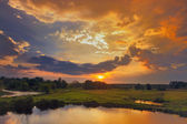 Beautiful spring sunrise and dramatic clouds on the sky. — Stock Photo