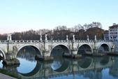 Die Brücken am Fluss Tiber in Rom — Stockfoto