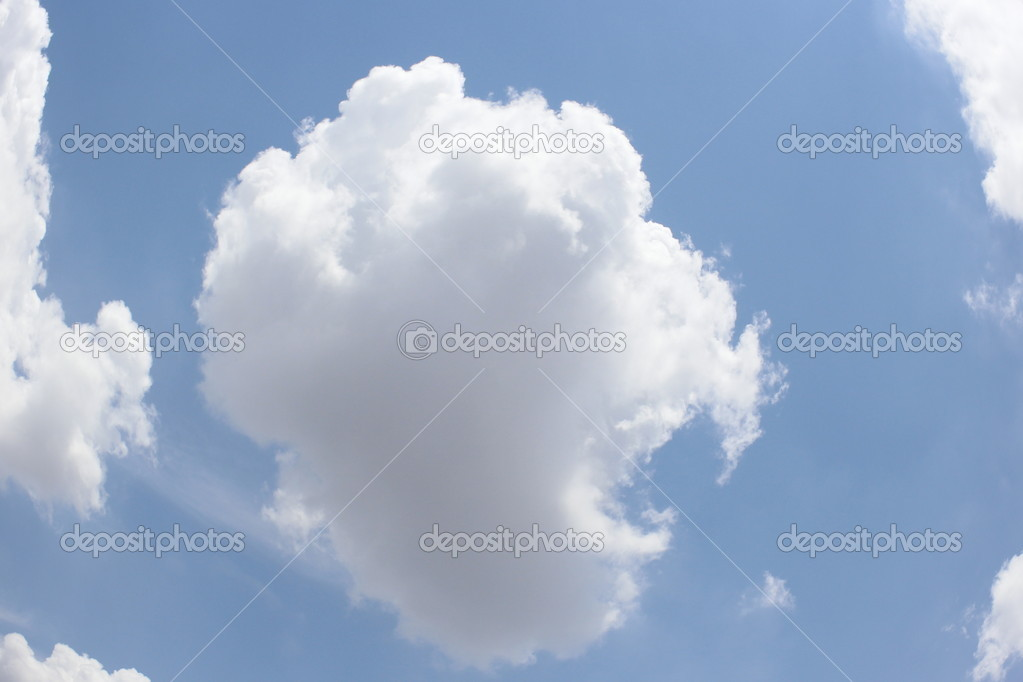 Fantastic soft white clouds against blue sky — Stock Photo #10670588