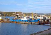 Fishing ship in harbor — Stock Photo