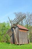 Antigo moinho de madeira — Fotografia Stock