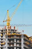 Kran och highrise byggarbetsplats — Stockfoto