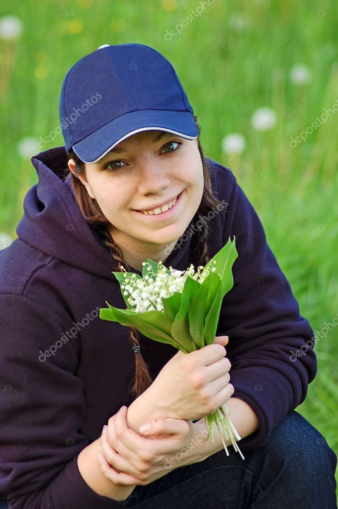 Девушка с Ландыш — Стоковое фото © unkas #9749708: http://ru.depositphotos.com/9749708/stock-photo-girl-with-lily-of-the.html