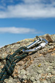 Carbine and rope on rock — Stock Photo