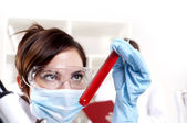 Chemist working in the laboratory, mix liquid — Foto de Stock