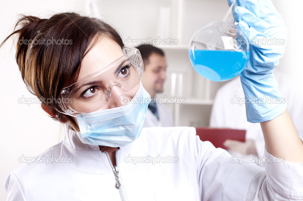 Chemist working in the laboratory, mix liquid — Stock Photo #9872284