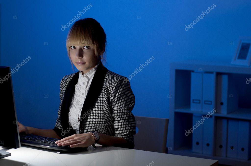 http://static8.depositphotos.com/1091429/995/i/950/depositphotos_9952902-Office-work-at-night.jpg