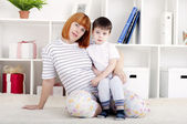 Mother and baby, home decor — 图库照片