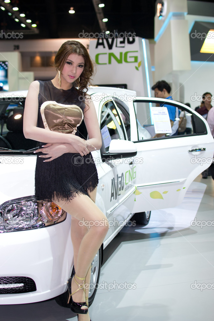 BANGKOK - MARCH 28: Female presenter model with car at the 33th Bangkok Motor show exhibition on March 28, 2012 in Bangkok, Thailand. — Stock Photo #9925888