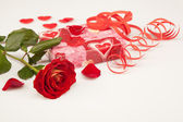 Red rose and gift on a white background — Stok fotoğraf