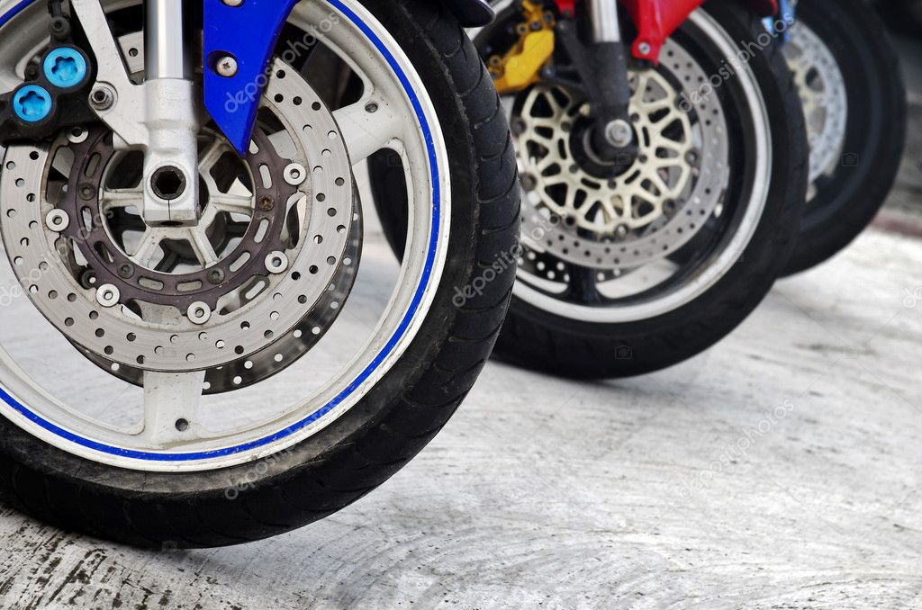Row of three motorcycle wheels parked in a road — Stock Photo #8526093