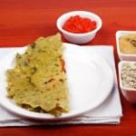 Karnataka cuisine rotti, chutney et sauce chili — Photo