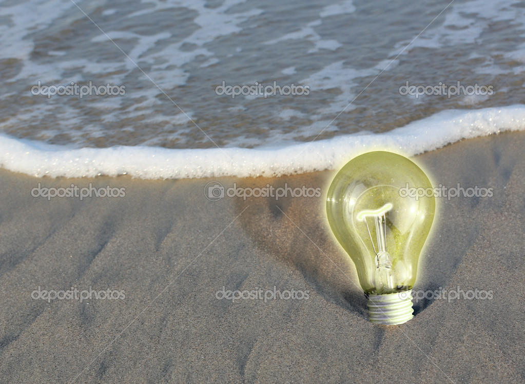 Glowing ight bulb on a beach, concept of determination, persistence, staying put and remaining steady. — Stock Photo #8488060
