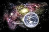 Planeta ziemia i galaktyki w tle — Zdjęcie stockowe