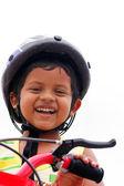 Giovane ragazzo indiano con casco, esprimendo felicità — Foto Stock