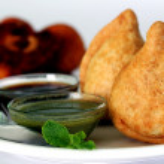 populaire indienne snack frit profonde appelée samosa — Photo