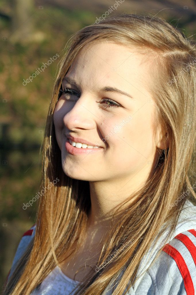 A beautiful teenage girl in the forest — Stock Photo #10135721