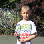 Boy playing tennis — Stock Photo