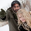 Frozen lost couple winter struggle — Stock Photo