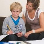 faire ses devoirs avec la mère — Photo #9294019