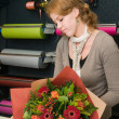 Florist working in a store — Stock Photo