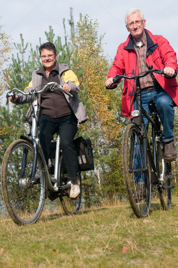 Two seniors on a bicycle trip during summer — Stock Photo #9743001