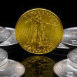 Uncirculated monedas american eagle oro 2011 — Foto de Stock
