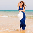 Young woman on the ocean beach — Stock Photo