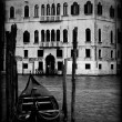 Gondola in Venice, black and white — Stock Photo