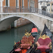traditionellen Gondeln in Venedig — Stockfoto