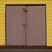 żółty i ferra drzwi — Zdjęcie stockowe