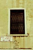 Urban art next to historical sign in Venezia, Italy — Stock Photo