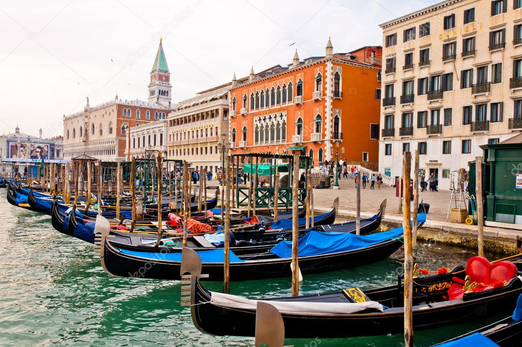 Beautiful view of Grand Canal in Venice, with Gondolas and San Marco bell tower on the left — Stock Photo #10405527