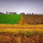 Antigua granja casas y campos en invierno — Foto de Stock