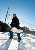 Young man shoveling snow — ストック写真