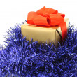 Gold gift box with blue tinsel - Stockfoto