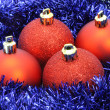 Red Christmas balls with blue tinsel — Zdjęcie stockowe