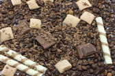 Chocolate pieces and coffee beans — Stock Photo