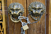 Chinese traditional lion latch — Stock Photo