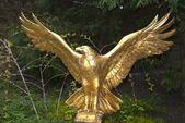 Altın kartal heykeli — Stok fotoğraf