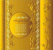 Marco con ornamento floral en color oro — Vector de stock