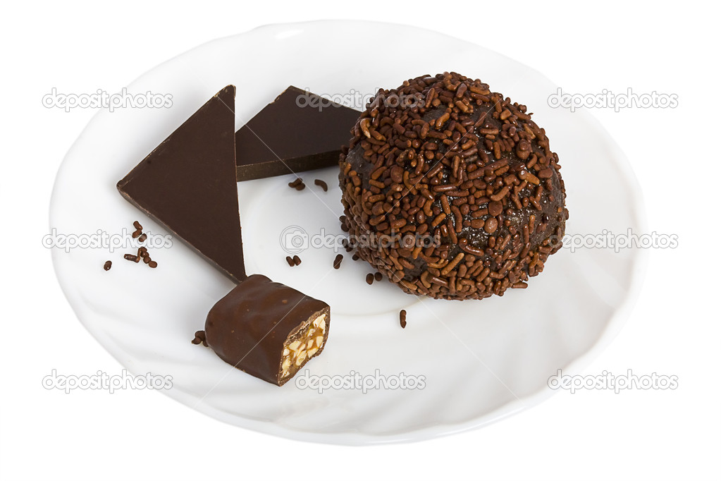 Chocolate ball and slices of chocolate bar on a white saucer. — Stock Photo #9214574