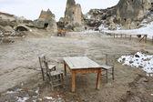 Masa ve sandalyeler açık — Stok fotoğraf