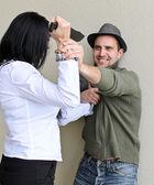 Kadın tarafından bıçak adam öldürmeye çalışıyor. — Stok fotoğraf