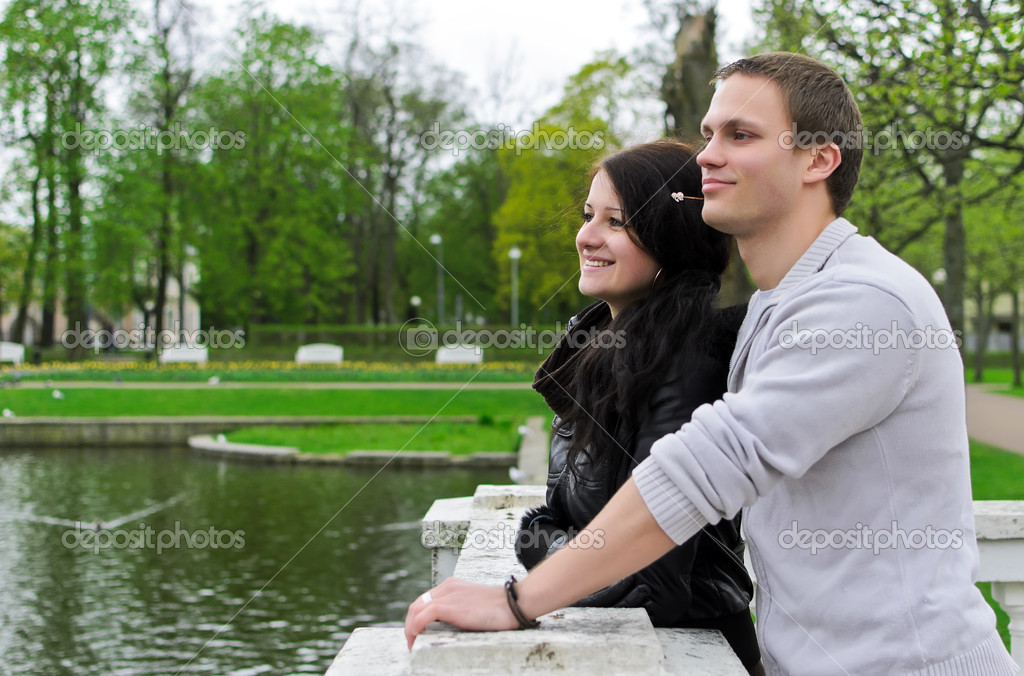 Cute couple looking at a pond in the park — Stock Photo #10542382