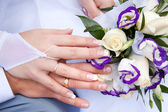 Hands of the newlyweds with wedding rings — Stock Photo