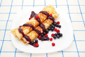 Fried pancakes with berry sauce, blueberries and strawberries — Stock Photo