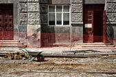 Carretilla en el sitio de construcción — Foto de Stock