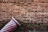 Garbage can by old brick wall — Stock Photo
