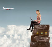 Beautiful blond woman on suitcases — Stockfoto